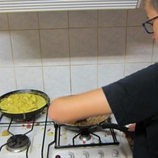 Le poulet au curry en pleine cuisson